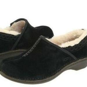 UGG BETTEY BLACK SUEDE SHOES ~ 6 ~ 1757 ~SHEEPSKIN